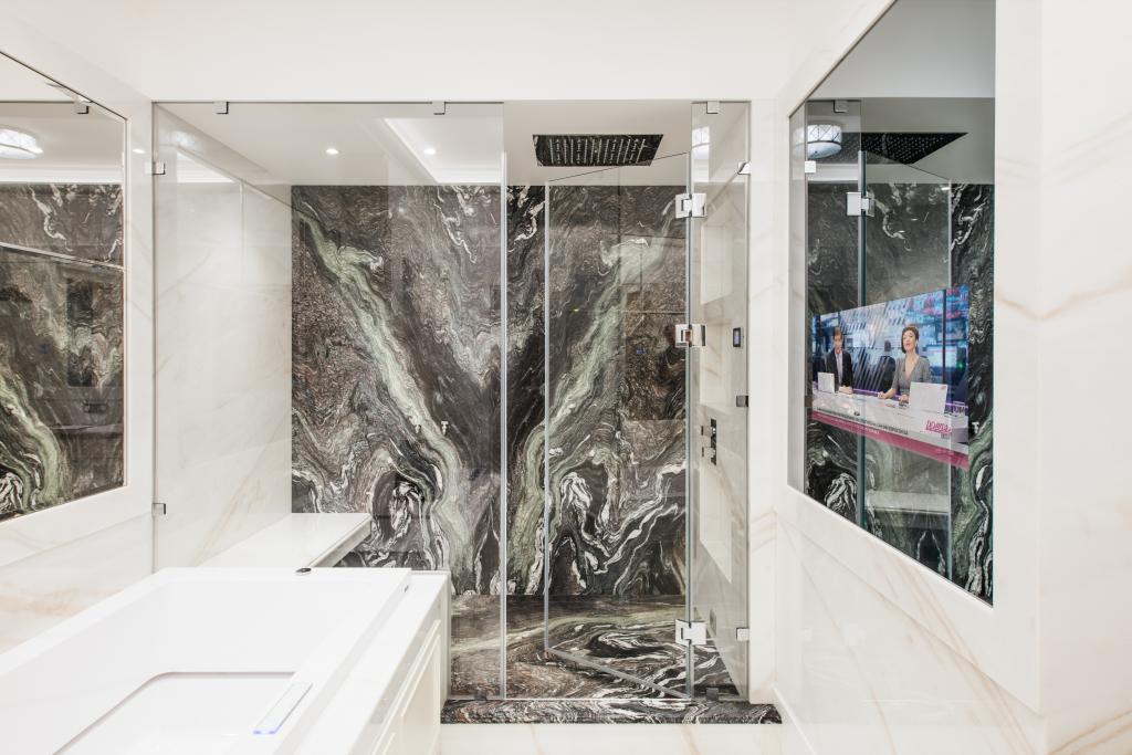 Зеркальный ТВ в ванную комнату